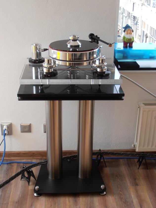Turntable Stand Fusion By Liedtke Metalldesign